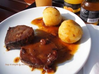 carne de vitel cu sos de pere